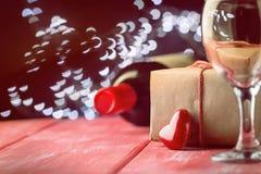 Предпосылка валентинки вина и свечи стоковые изображения rf