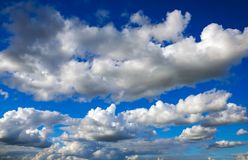 Предпосылка голубого неба с облаками стоковая фотография