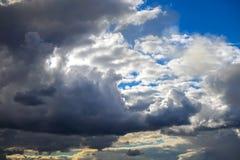 Предпосылка голубого неба с облаками стоковая фотография rf