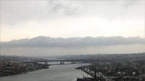 Предпосылка города, реки и облака Стоковое Фото