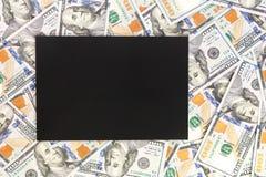 Предпосылка денег с черным модель-макетом Место Copyspace темное для текста Валюта США 100 предпосылок банкнот доллара Финансовый Стоковое фото RF