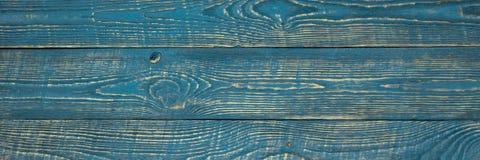 Предпосылка деревянной текстуры всходит на борт с обмылками голубой краски горизонтально narrow стоковая фотография rf