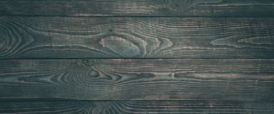 Предпосылка деревянной текстуры всходит на борт с обмылками темной краски горизонтально narrow стоковое изображение rf