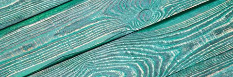 Предпосылка деревянной текстуры всходит на борт с остальноями старой зеленой краски раскосно narrow стоковая фотография rf