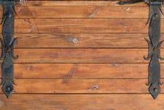 Предпосылка деревянных планок с ковкой чугуна на краях Стоковые Фотографии RF