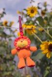 Предпосылка детского сада Реклама медсестры Предыдущее начало для preschool возраста Игрушка вися на веревочке детство счастливое стоковые изображения
