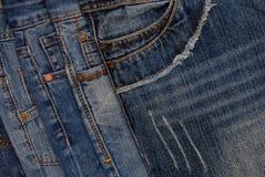 Предпосылка джинсовой ткани Horisontal, ассортимент голубых джинсов, куча b Стоковое фото RF