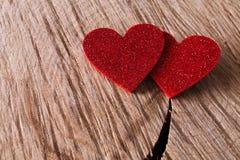 Предпосылка дня валентинки, handmade сердца на древесине, космосе экземпляра Стоковые Фото