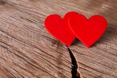 Предпосылка дня валентинки, handmade сердца на древесине, космосе экземпляра Стоковое фото RF