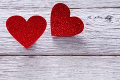 Предпосылка дня валентинки, handmade сердца на древесине с космосом экземпляра Стоковое Изображение
