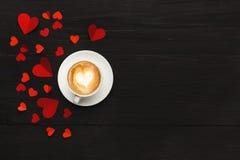 Предпосылка дня валентинки, handmade сердца на древесине с космосом экземпляра Стоковое фото RF