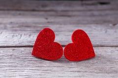 Предпосылка дня валентинки, handmade сердца на древесине с космосом экземпляра Стоковые Фото