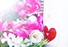 Предпосылка дня валентинок с сердцем и розами сбор винограда типа лилии иллюстрации красный Стоковые Изображения RF