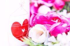 Предпосылка дня валентинок с сердцем и розами сбор винограда типа лилии иллюстрации красный Стоковые Фотографии RF
