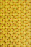 Предпосылка желтых золотых плиток мозаики для украшения стен ванной комнаты и кухни Стоковая Фотография RF