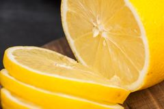 Предпосылка желтых зрелых лимонов Стоковая Фотография