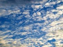 предпосылка заволакивает небо Стоковая Фотография