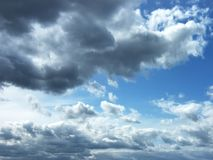 1 предпосылка заволакивает пасмурное небо Драматические облака облачного неба - естественный ландшафт неба Стоковые Фотографии RF