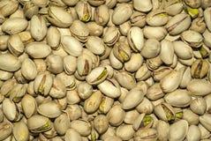 Предпосылка - зажаренные семена фисташки inshell стоковое фото