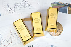 предпосылка запирает диаграммы финансовохозяйственного золота Стоковые Фото