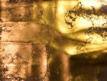 предпосылка золотистая абстрактная картина Жидкостное золото Стоковая Фотография RF