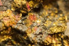 предпосылка золотистая Фото макроса драгоценного камня Стоковые Фотографии RF