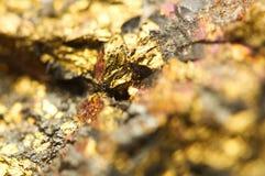 предпосылка золотистая Фото макроса драгоценного камня Стоковое фото RF