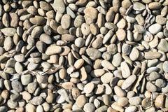 Предпосылка камней моря Береговые породы в воде стоковая фотография