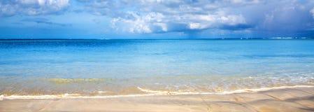 Предпосылка карибского моря и голубого неба предпосылка больше моего перемещения портфолио стоковые изображения rf