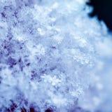 Предпосылка квадрата естественная много снежинок различных форм и shimmer текстуры на солнце на ясный зимний день стоковое фото
