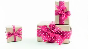 предпосылка кладет белизну в коробку подарка стоковое фото rf