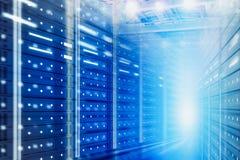 Предпосылка комнаты сервера, большая концепция данных стоковые фотографии rf