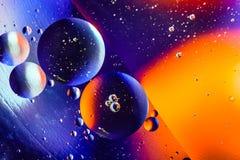 Предпосылка конспекта вселенной космоса или планет Абстрактное sctructure молекулы вода пузырей ванны предпосылки голубая Макрос  Стоковая Фотография RF