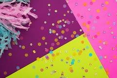 Предпосылка конспекта геометрическая праздничная с sequins Пурпурный, пинк и желтый цвет 2019 тенденции стоковые изображения rf