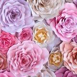Предпосылка красочных цветков бумажная Розы красных, розовых, фиолетовых, коричневых, желтых и персика handmade бумаги Стоковое Изображение RF