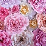Предпосылка красочных цветков бумажная Розы красных, розовых, фиолетовых, коричневых, желтых и персика handmade бумаги Стоковые Фото