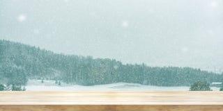 Предпосылка Кристмас и Новый Год Деревянный стол с снегом зимы Стоковые Фото