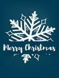 Предпосылка курортного сезона рождества бумажный высекать искусства снежинки под текстом веселого рождества в белизне на голубой  бесплатная иллюстрация
