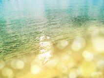 Предпосылка летнего отпуска пляжа песка текстуры воды Стоковые Фотографии RF
