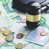 предпосылка наличных денег евро Куча различных банкнот евро, монеток Стоковые Фото