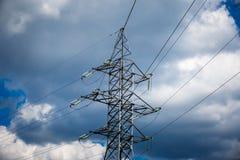 Предпосылка неба башни высоковольтного столба высоковольтная Electricit Стоковое Фото