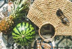 Предпосылка образа жизни лета с плодоовощами и солома кладут в мешки, конец-вверх Стоковые Изображения RF
