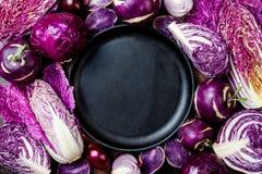Предпосылка овощей сезонной осени зимы пурпурная Vegan основанный заводом или вегетарианская варя концепция Чистая еда еды стоковые фото