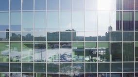 Предпосылка окон офисного здания Здания отраженные в окнах современного офисного здания Windows здания Стоковое фото RF