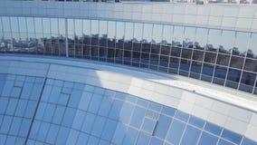Предпосылка окон офисного здания Здания отраженные в окнах современного офисного здания Windows здания Стоковые Изображения
