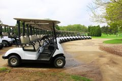 Предпосылка отдыха и мероприятий на свежем воздухе с полем для гольфа Стоковые Изображения RF