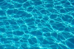Предпосылка отражения солнца воды бассейна вода пульсации стоковые изображения rf