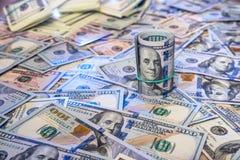 Предпосылка от разбросанных банкнот доллара Стоковая Фотография RF