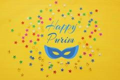 Предпосылка партии с красочным confetti Взгляд сверху Стоковое Изображение RF