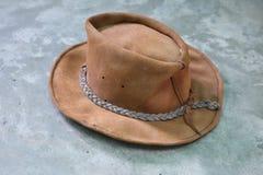 Предпосылка пастели стиля коричневого цвета ковбойской шляпы моды конца-вверх винтажная стоковая фотография